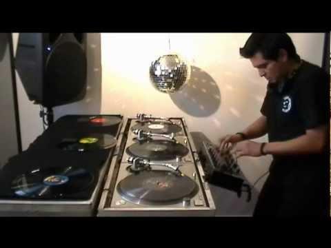 VDJ SLIDE Techno electronic mix. Mixing 3 turntables Technics 1200 Vinyl mix DJ Ricardo Pacheco 90s
