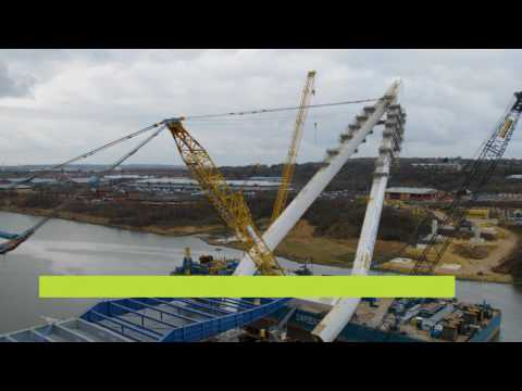 Lifting the main pylon of the New Wear Crossing