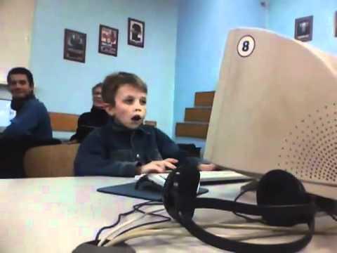 Niño Ruso viendo x