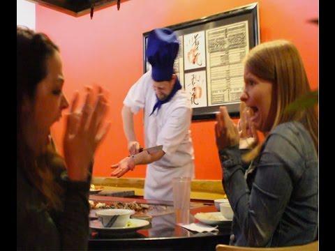 這名廚師在眾人面前直接把手臂給砍掉, 客人全都嚇到快吐了
