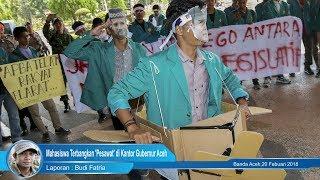 Mahasiswa Terbangkan 'Pesawat' di Kantor Gubernur Aceh