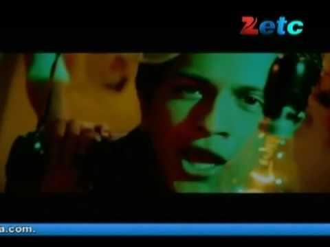 Movie Review : Shakal Pe Mat Ja