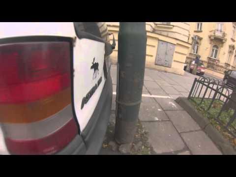 polski-mistrz-parkowania-na-dwa-palce