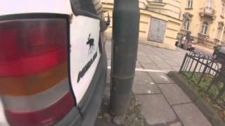 Tak to się robi w Polsce! Czyli polski mistrz parkowania na dwa palce!