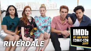 Video KJ Apa, Camila Mendes, Lili Reinhart, Cole Sprouse and Madelaine Petsch Talk Riverdale Cliffhanger MP3, 3GP, MP4, WEBM, AVI, FLV Juli 2019