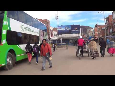 En la  frontera Perú --Bolivia --Desaguadero --enero 2017