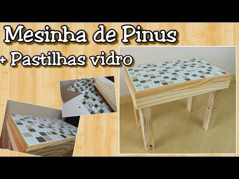 Mesa com pastilha de vidro