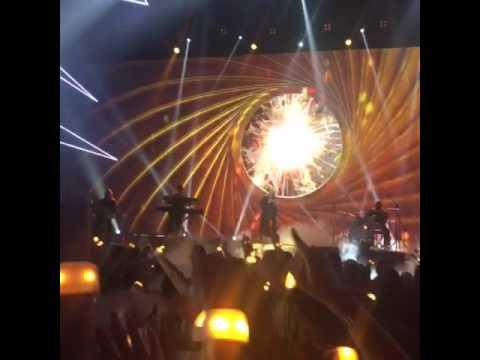 Ariana Grande Performs Dangerous Woman At The Radio Disney Music Awards 2016
