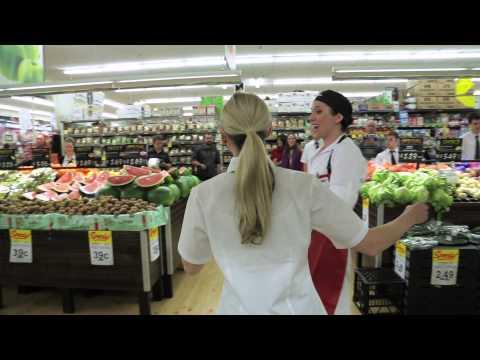 外國的超級市場的一場特別的表演,顧客超開心的