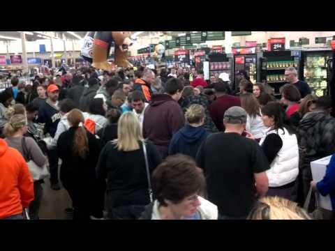 Black Friday Walmart trampling (видео)