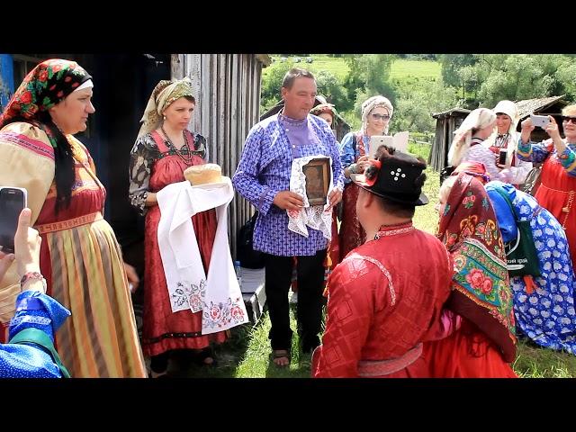 А вы не боитесь сыграть свадьбу по старинным обрядам?