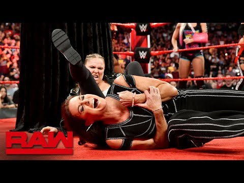Ronda Rousey locks Stephanie McMahon in an Armbar during title presentation: Raw, Aug. 20, 2018 (видео)
