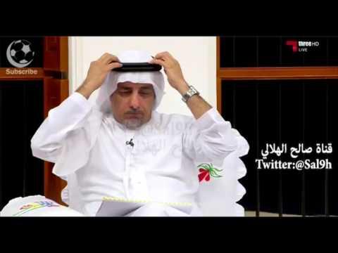 الإعلامي الإماراتي عبدالرحمن محمد يرفع عقاله تقديرا لهدف فهد المولد الذي وصفه بالعالمي.