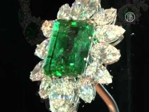 Бриллианты и изумруды Тейлор выставлены напоказ (видео)
