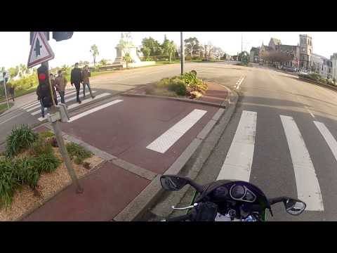 cherbourg - Bonjour, Je vous propose ma première vidéo de balade-découverte en moto filmée en goproHD2 depuis le haut de mon casque. Cette balade est aujourd'hui consacr...