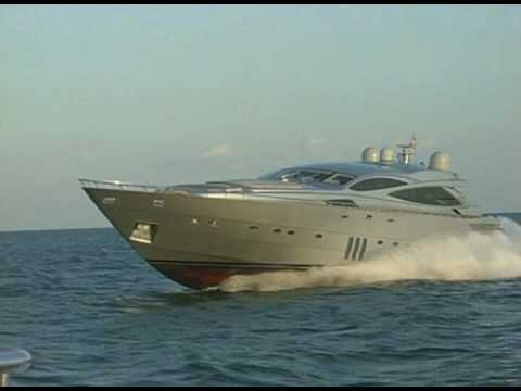 Pershing 115 Jumping  Wake in Miami