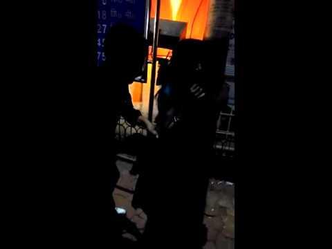 जब #झाँसी स्टेशन पर बिजली के खम्भे से बांधकर महिला के कपड़े फाड़कर किया ...