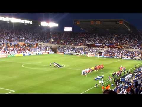 Cantando el himno de Honduras en Houston tx