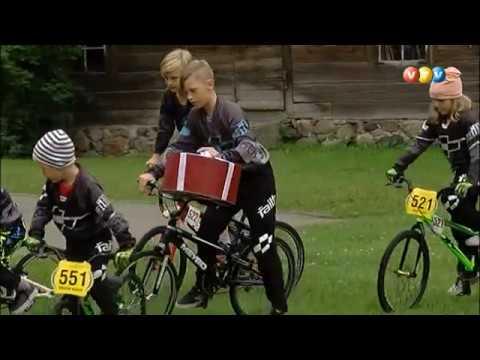 Valmierā notika Baltijas ceļa īpašais svētku posms