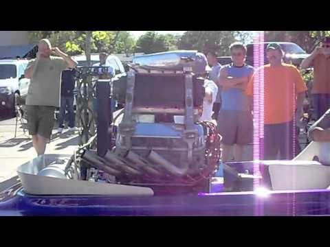 Drag Boat Engine (cold start, loud!)