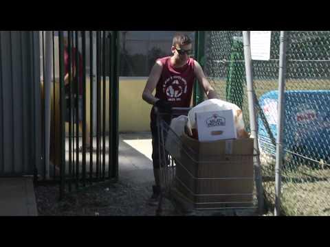 I tifosi ripuliscono il centro sportivo a Le Caselle