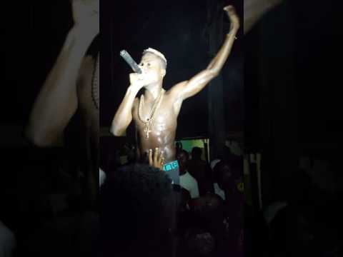 Junior boy performing Irapada live, shows much love to the street