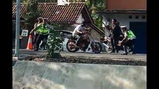 Video Polisi gagal tilang motor RX-KING MP3, 3GP, MP4, WEBM, AVI, FLV April 2019