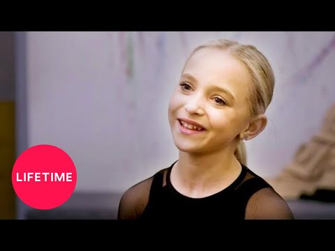 "Dance Moms: ""Black Widow"" Rehearsal (S8) 