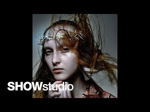 Alexander McQueen: Susannah Frankel/Nick Knight Interview: Thorn Coat, Graduation Collec… видео