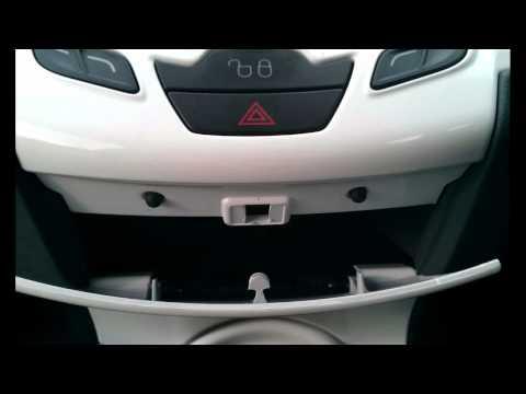 Ford Fiesta Mk7 (2008-Present) Interior Plastics Removal