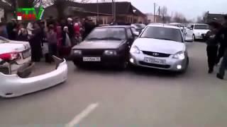 Czeczeńska tradycja weselna – napier**lanka na drodze.