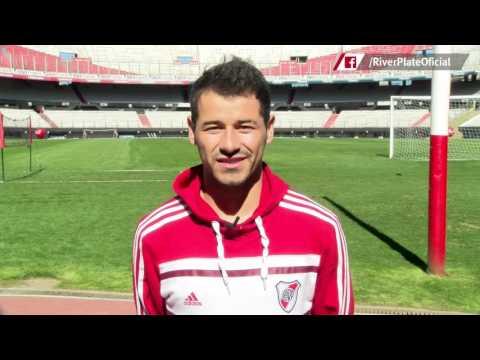 Saludo de Rodrigo Mora a los ni�os