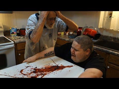 兒子吃下萬聖節黑色漢堡王竟然「中毒」吐血,憤怒老爸在傷心時也不忘憤怒~