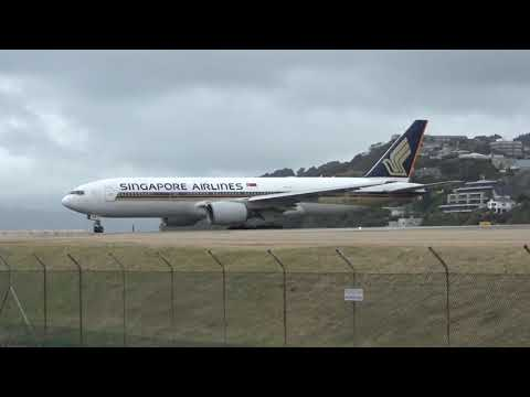 Wellington Airport - Singapore Airlines Boeing 777-212 9V-SRM Take Off RWY16