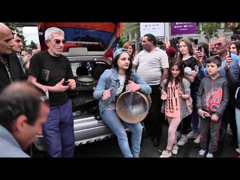 Կին դհոլահարներ՝ Ֆրանսիայի հրապարակում - DomaVideo.Ru