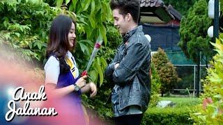 Video Romantisnya Boy Kasih Bunga Ke Reva Di Asrama [Anak Jalanan] [14 Feb 2016] MP3, 3GP, MP4, WEBM, AVI, FLV Oktober 2018