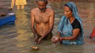 <h5>Ganga: SVATÁ (ZNE)SVĚCENÍ ŘEKA I HOLY (UN)HOLY RIVER </h5>