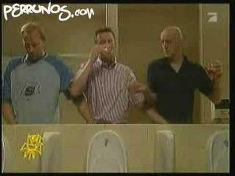 Cómo fumar un cigarrillo en el baño de hombres