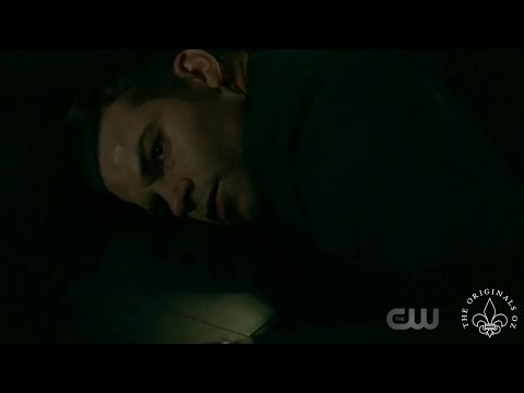 The Originals 4x08 The Hallow stabs Elijah with the poison thorn