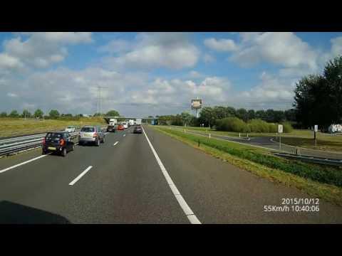 Neiti saapuu jonon perään belgialaisella moottoritiellä – Kenties kännykkä vei huomion?