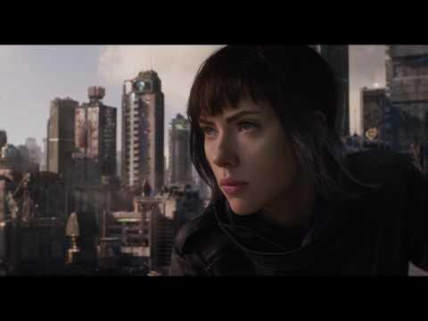 Vídeos de 'La doble de Scarlet Johansson se pasa a los Monster Truck'