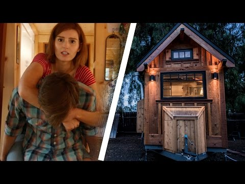 People Try Living In A Tiny House (видео)