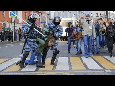 Εκατοντάδες συλλήψεις διαδηλωτών στη Ρωσία