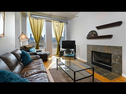Video – A 2-bedroom, 2-bath loft on the River in River North