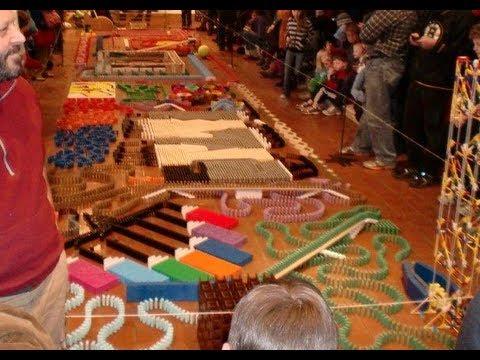 video de un domino de 19000 piezas