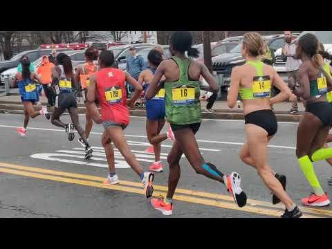 Elite women marathon runners run through Union St. in Ashland