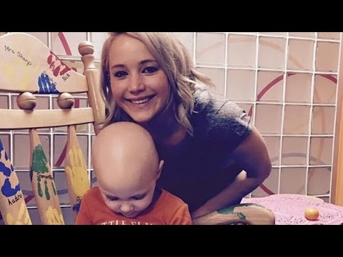 Jennifer Lawrence Helps Spread Holiday Cheer at a Kentucky Children's Hospital