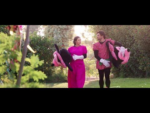 """حسن الرداد وإيمي سمير غانم في مشهد كوميدي من فيلم """"عشان خارجين"""""""