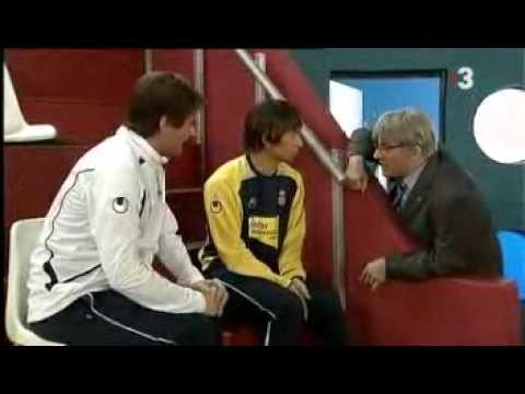「[サッカー]スペインのコント番組でドラえもんを助演にネタにされる中村俊輔。」のイメージ
