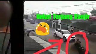 Video Detik Detik Banjir Bandang Menerjang Motor di Jalan Raya Cianjur Cipanas MP3, 3GP, MP4, WEBM, AVI, FLV Oktober 2018